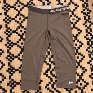 Nike Pro Dry Fit Cropped Legging Gray Size M